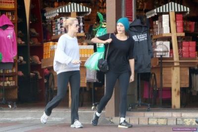 Фиби и Клер в Новом Орлеане [11 марта]