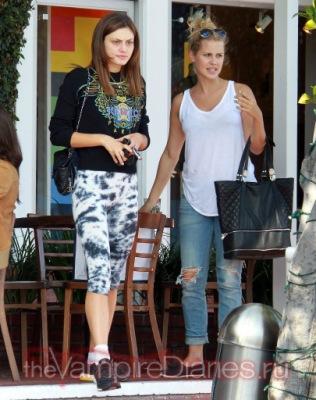 Фиби и Клер в Западном Голливуде [29 апреля]