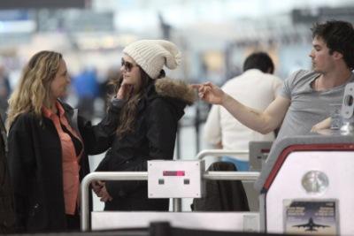Йен и Нина в аэропорту Торонто [31 марта]