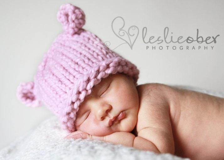 вяжем малышам шапочку для новорожденных онлайн, шапочка гномик крючком, детские шапочки для фотосессии