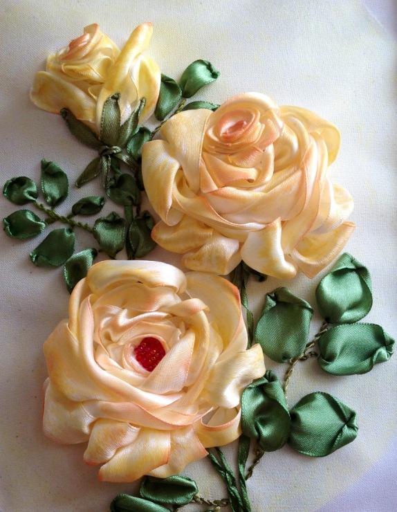 сатенени пантелки - бродерия с рози