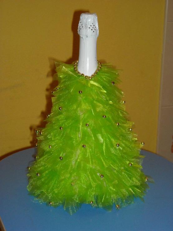 Как сделать новогоднюю елку из бутылки шампанского и конфет